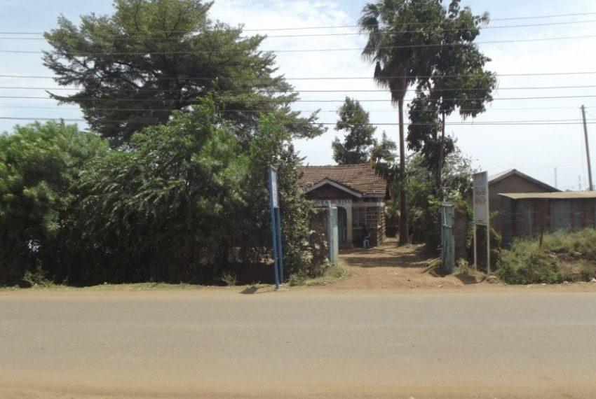 Three bedroom house in Manyatta, near Manyatta market.
